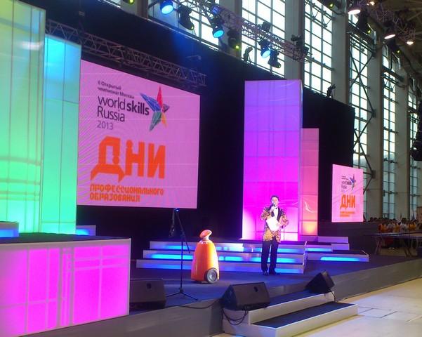 Соведущим на Worldskils Russia 2013 был робот RBOT-100